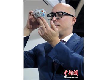 明成化斗彩鸡缸杯拍出2.8亿港元 创中国瓷器拍卖纪录