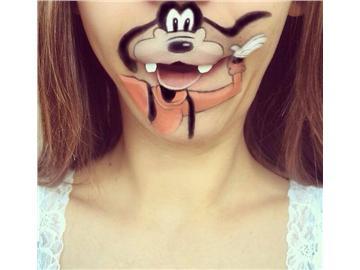 英化妆师在嘴唇上画生动卡通人物走红