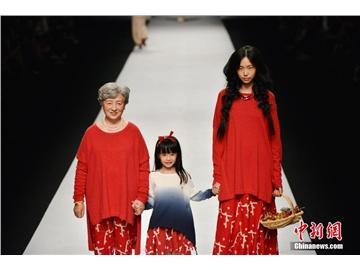 上海时装周 奶奶模特走秀T台