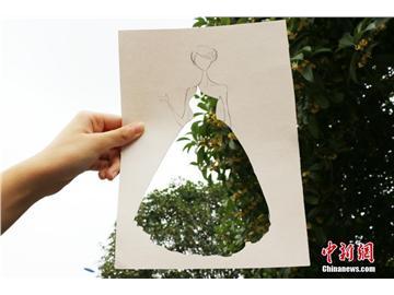 """川大锦江学院女生创意""""校景时装秀"""""""